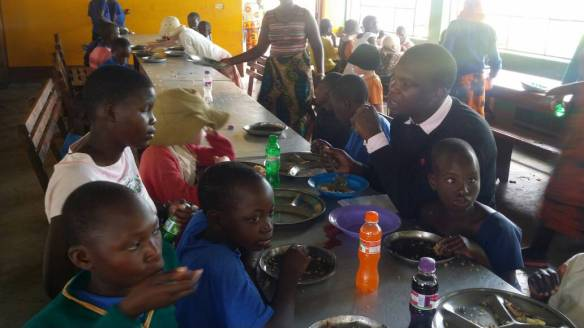 Mittagessen in der Schule (2).jpg